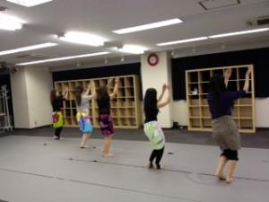 ダンスレッスン ダンス教室 フラダンス レッスン風景