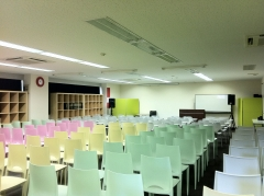 150名椅子のみのレイアウト時 講演会 セミナー 研修会