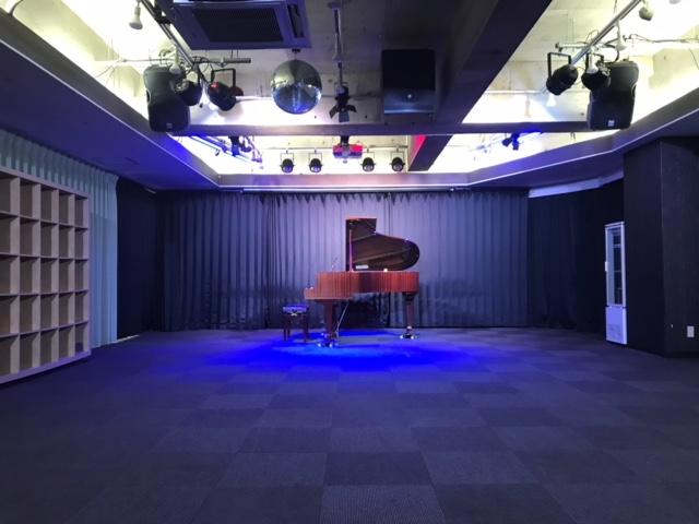 グランドピアノ 山手線 秋葉原駅の近くにあるピアノレンタルできる リサイタルホール