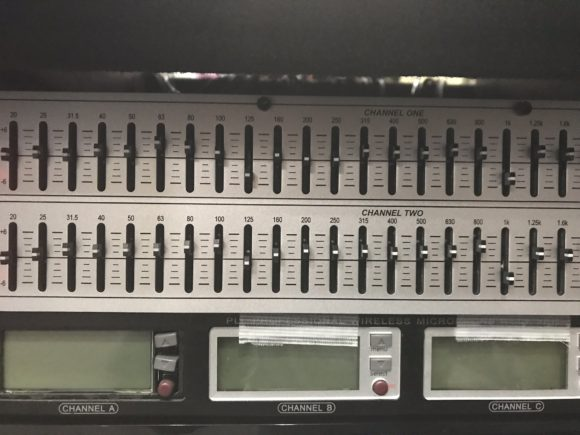 音響機材 イコライザー